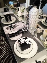 black and white table settings 3 looks to decorate your table this christmas