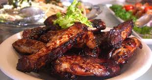 cuisiner des ailes de poulet ailes de poulet marinées cuites au barbecue ou à la plancha