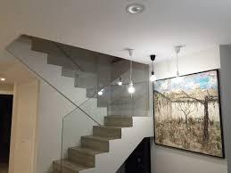 barandilla de cristal detalle escalera con barandilla de cristal moderno escalera