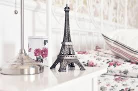 Large Eiffel Tower Statue La Tour Eiffel Eiffel Tower Statue Table Cup Roses Hd Wallpaper
