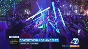 Star Wars Light Saver Star Wars U0027 Lightsaber Battle Awakens In Pershing Square Abc7 Com