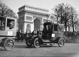 vintage renault cars au revoir paris set to ban pre 2011 cars from city center by 2020