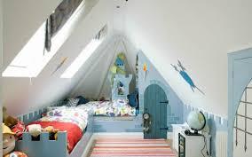 chambres sous combles design interieur chambre denfant sous les combles bleu blanc