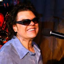 Black Blind Musician Ronnie Milsap Songwriter Pianist Singer Biography Com
