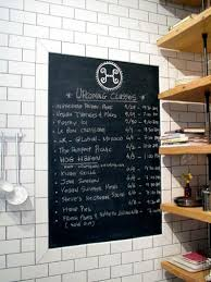 tableau noir cuisine peinture tableau noir sur mur carrelage cuisine blanc