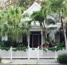 Key West Style Homes by Key West Garden Cottage Paints A Charming Picture Of A Simpler
