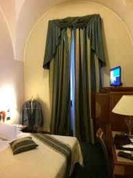 hauteur plafond chambre chambre avec trés grande hauteur de plafond photo de patria