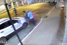 Médico é rendido por bandidos em porta de farmácia e tem carro ...