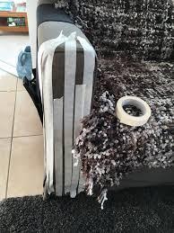 eviter griffe canapé un persiste à faire ses griffes sur les meubles que faire