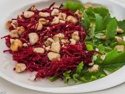 comment cuisiner la betterave crue salade de betterave crue aux noisettes recette ptitchef