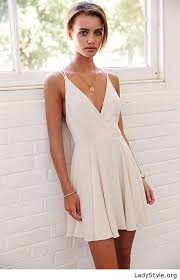 necklace dress images Simple white dress and gold necklace ladystyle jpg