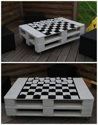 Outdoor Furniture Made From Pallets by Best 25 Pallet Table Outdoor Ideas On Pinterest Diy Pallet
