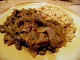 cuisiner poivrons verts émincé de bœuf aux poivrons verts et oignons recettes à base de boeuf