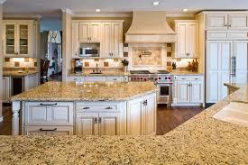 cuisine au milieu de la cuisine meuble de rangement cuisine fonctionnalies milieu du siecle