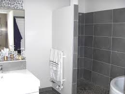 cr ence miroir cuisine design interieur carrelage mural salle bains gris blanc miroir de