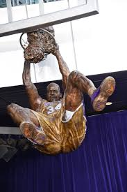 shaquille o u0027neal statue at staples center officially revealed