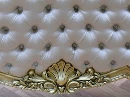 Schlafzimmer Antik Antik Bett Gold Weißer Stoff Gesteppt
