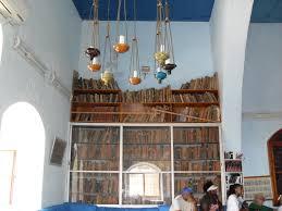 file israel safed caro synagogue library bookshelves jpg