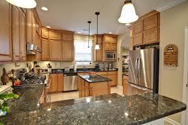 decoration interieur cuisine étourdissant design interieur cuisine avec cuisine blanc mur gris