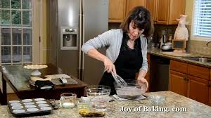 banana chocolate cupcakes recipe demonstration joyofbaking com