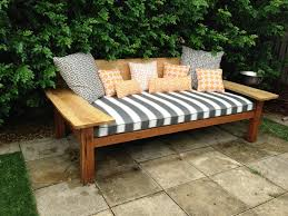 Diy Outdoor Daybed Making Outdoor Daybed Diy With Canopy Patio Plans Easy Building