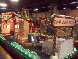 christmas light parade floats paseo del rio getting ready for annual christmas river parade