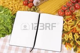 livre de cuisine vierge sélection de légumes à salade avec un livre de recettes vierge ou