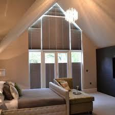 schlafzimmer verdunkeln dreiecksfenster verdunkeln im schlafzimmer a frame