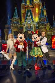 Abc Tv Kitchen Cabinet Julianne And Derek Hough Host Disney Parks U0027 33rd Annual Christmas