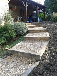bloc marche escalier exterieur aménagement de gradines jardin en pente sloping garden