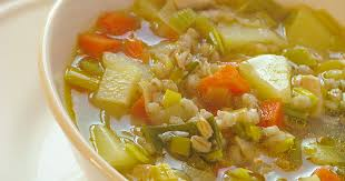 cuisine polonaise soupe polonaise à l orge mondée krupnik recette par le carnet