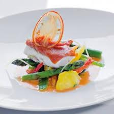 cuisine bar poisson filet de bar au jus de tomate et jeunes légumes magazine avantages