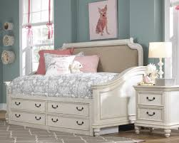 lawrence madison day bed bedroom set in antique white