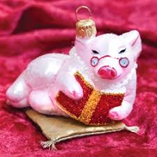 reading pig ornament by ornaments to remember