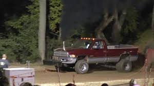 cummins truck rollin coal dodge cummins dually rolling coal truck pull diesel youtube