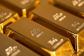 hedge funds and foreign governments are stockpiling gold should