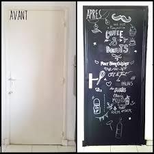 tableau noir pour cuisine diy porte de cuisine relookée avec la peinture à la craie