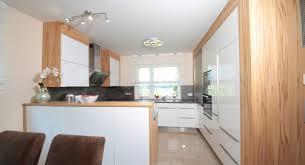 weiße küche mit holz weiße küche mit holz fotos das sieht erstaunlich haussiera