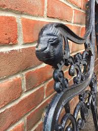 lion head cast iron bench ends heavy in marchwood hampshire