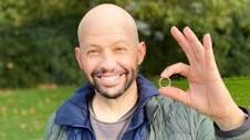 dl.img-news.com/dl/img/s3/dl/2020/10/jon-cryer-wit...