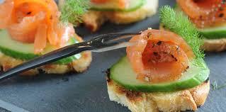 recette canape canapés au saumon et au concombre facile recette sur cuisine actuelle