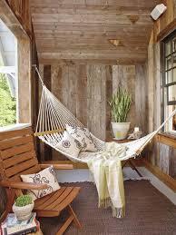 h ngematte auf balkon gemütliche mini hängematte für eine chill ecke auf einem kleinen