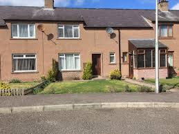 two bedroom house in forfar with front and back garden in quiet