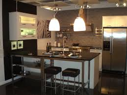 small kitchen design with peninsula