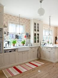 B Q Kitchen Rugs Best 25 Cream Kitchen Wallpaper Ideas On Pinterest Kitchen