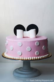 i heart baking minnie mouse cake