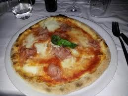 pizzeria il gabbiano pizza eccellente margherita con bufala e prosciutto cotto
