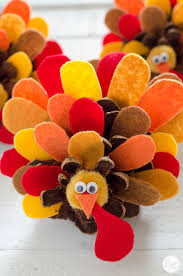 pinecone turkey craft with felt feathers how to live craft eat