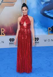 dress gal gal gadot gives a nod to woman in glittering
