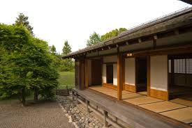 eli5 how is it that old japanese houses seem to be made mostly of